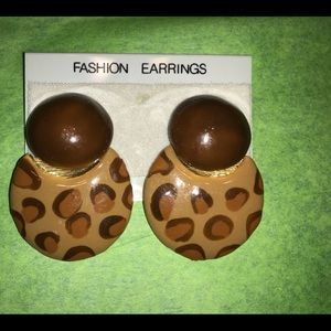 Vintage earrings clip on new rare lite weight